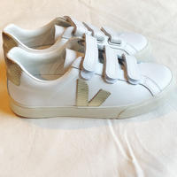 VEJA 3-LOCK  スニーカー  LOGO  LEATHER  EXTRA-WHITE/GOLD