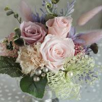 プリザーブドフラワーアレンジメント/淡いピンク系大輪バラ