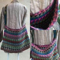 マガール族のお母さんの手編みバッグ 三角モチーフ