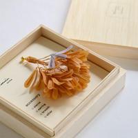 坂本美奈子 シマトネリコの実 ピンブローチ orange