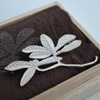 きたのまりこ ブローチ 大きな木の葉 silver