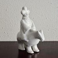 松本郁美   白磁釉 陶俑(馬人)①