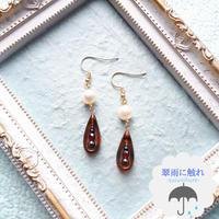べっ甲風耳飾り«翠雨に触れ»