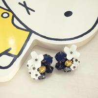 〖PIERCE・EARRING〗ミルクガラスフラワー ネイビー・イエローピアス