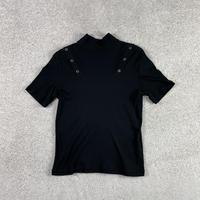 SHOULDER BUTTON HI NECK T-SHIRT / BLACK