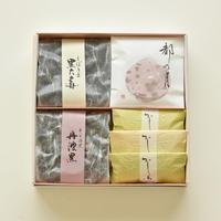 角箱詰合せ:都の月×3枚、かしわべ×5袋、しぼり豆丹波黒大寿 130g×1袋、手煎り焙煎丹波黒(素煎り)80g×1袋