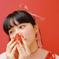 Flower Earring { strawberry }