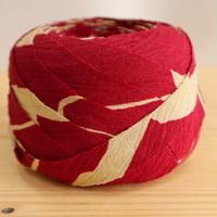 濃い紅色に生成の花柄・縮緬2m(2007005)