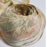 淡い黄の紬、薄い赤、緑の柄(10120)