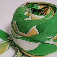 鮮やかな緑に黄・白の花葉柄(10143)