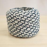 紺地に白の亀甲菱小紋・縮緬2m(2008034)