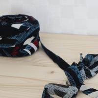 黒に赤青白の抽象模様2m(5065)