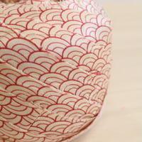 白に臙脂の青海波に扇・紋綸子2m(2008037)