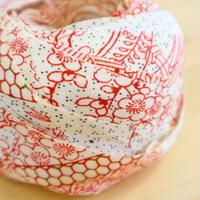 【幅25mm】生成に紅色で描かれた屋敷に花・縮緬2m (2103004)