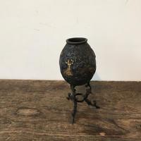 【古道具62】  アイアン彫刻 三脚  花瓶