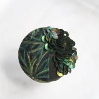 刺繍ブローチ(Kurumi和)エメラルド(5月誕生石)