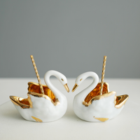 Vintage/France White SwanのSalt&Pepper Cellars