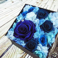 ダイヤモンドプリザーブドローズのボックスアレンジメント【blue】
