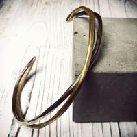 程よく絡み合う真鍮とシルバーの絶妙な融合バングル