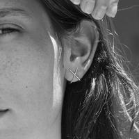 KP08 / KNOBBLY X Ear Huggers スターリングシルバーのピアス【イスラエル】