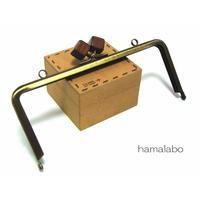 【HA-1219】18cm/角型(茶色の木キューブ×アンティークゴールド)・カン付き