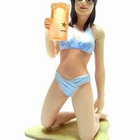 沖縄物産展 15.海辺で生ビールを飲むお姉さん