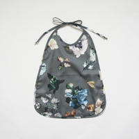 Meals Bib (gray flower) / Christina Rohde