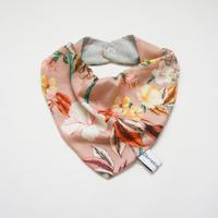 Bib (dusty pink flower) / Christina Rohde