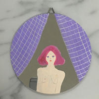 ウォールミラー 薄紫のカーテンの女