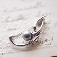 黒真珠のブローチ