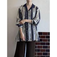 Chain pattern open collar shirt