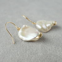 Freshwater pearl earrings/Hook/Crescent