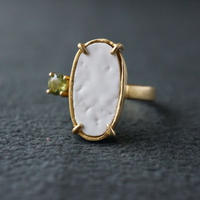 Vintage tile ring / White / Peridot