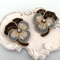 Pansy Light gray brooch kit