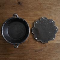 高須愛子 イッチン耐熱浅丸皿 (輪花型鍋敷き付き)