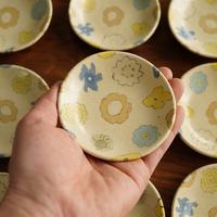 田中ちあき 練上フラワーパターン豆皿 ※中央にベージュの花模様