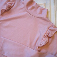 ショルダーフリルハイネックニット[pink]