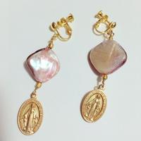ピンクカラー シェルと メダイのイヤリング