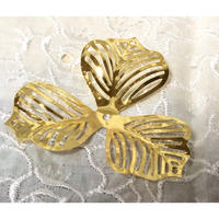 ゴールド色3枚花びら鉄工芸アクセサリーパーツ