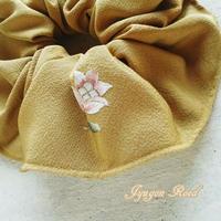 刺繍・シルクのシュシュ(芥子色)