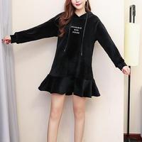 裏起毛ワンピース フリル スカラップ 裏起毛 刺繍 英語 フード付き 全2色 ブラック 黒 大きいサイズ