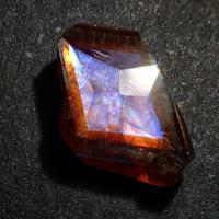 【9/1更新】アンドラダイトガーネット(通称名 レインボーガーネット) 0.804ct原石