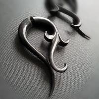 送料無料 トライバルピアス 1ペア フェイクゲージ/horn ivy 《F065》