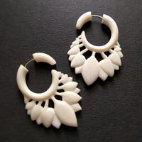 トライバルピアス 1ペア フェイクゲージ/bone feather