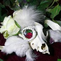 イヌの頭骨ヘッドドレス