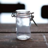 保存に便利! レトロ風な小さなグラスジャースパイスポット