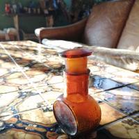小ぶりな茶薬瓶。
