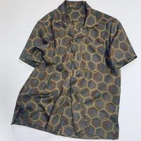 亀甲柄シャツ