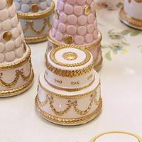 VILLARI リボンガーランド ケーキ型ボックス 白