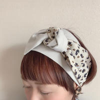 ribbon turban / Leopard dots × T-shirt